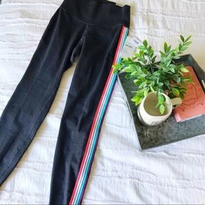 OLD NAVY/XS Rainbow Stripe Active Workout Leggings